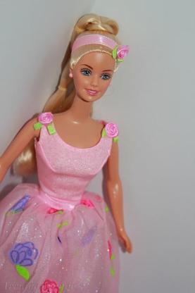 Barbie Puppe + Hollywoodschaukel und Gartenmöbel