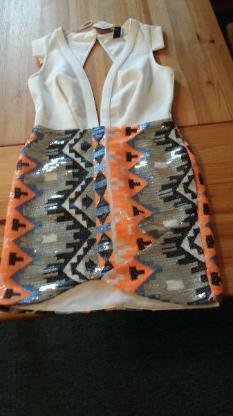 1 Kleid mit Glitzer Gr.: S zu Verkaufen!