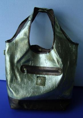 Handtasche im Goldeffekt, nagelneu, unbenutzt