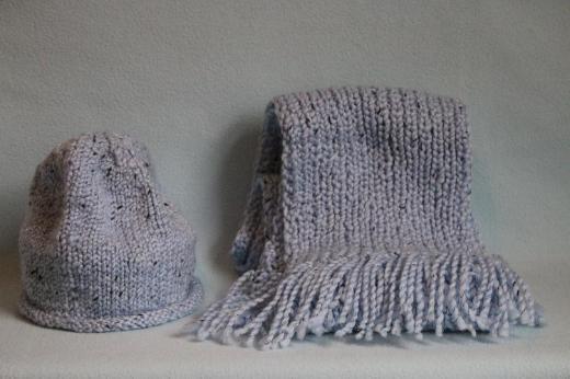 Mütze und Schal (handgestrickt)