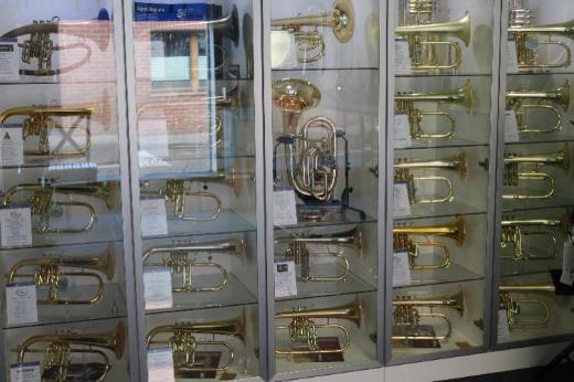 Neuwertiges Antoine Courtois Paris 156 R Flügelhorn mit 4 Ventilen inkl. Leichtkoffer - Bremen Mitte