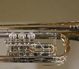 Meister J. Scherzer C - Konzerttrompete aus Goldmessing mit Neusilberkranz inklusive Koffer. Neu