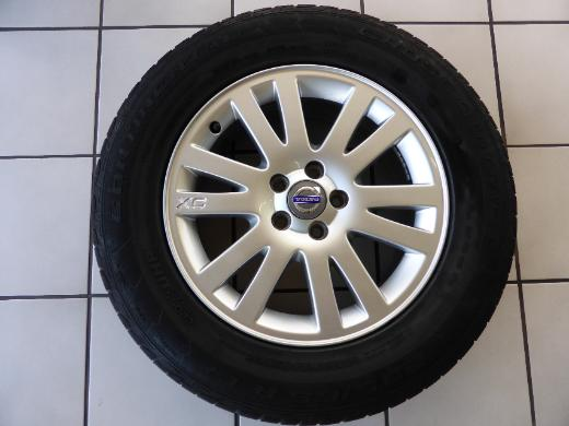 Alu Volvo XC90 X-Ray 7Jx17 ET 49 30643772 Conti 235/65R17 104V