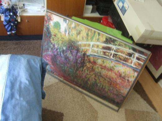 Grosses Wandbild hinter einer glasähnlichen Kunststoffscheibe