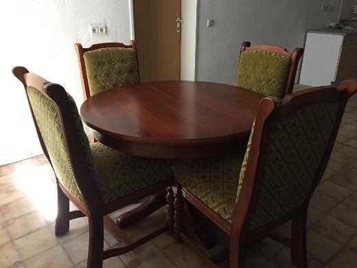 Runder ausziehbarer Esstisch mit vier gepolsterten Stühlen zu verkaufen