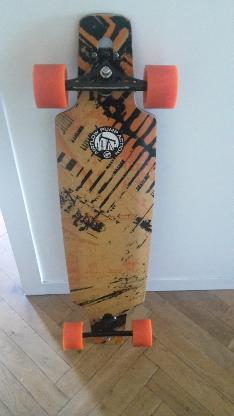 Swiss Made Longboard von AirFlow Skateboards mit Orangatang Rollen