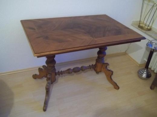 Tisch. alter Tisch aus Omas Wohnzimmer.