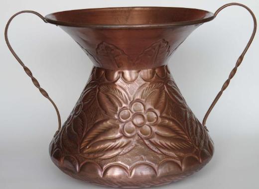 Kupfer-Gefäß mit Relief, Handarbeit aus Italien
