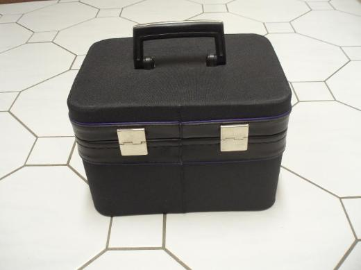 Beauty Case, schwarz, mit Spiegel, neuwertig,- kostenloser Versand !