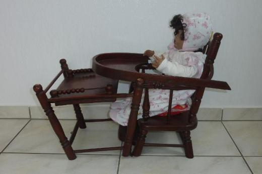 Porzellan-Puppe mit Hochstuhl - Ahlen
