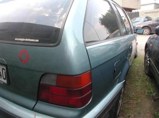 BMW e36 Kombi 323  moreagruen metallic Tür hinten