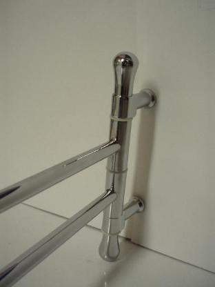 Doppel-Handtuchhalter verchromt, 40 cm Ausladung, inkl. Edelstahl Befestigungen, neuwertiger Zustand