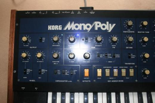 Analog Synthesizer Korg Monopoly - Berlin