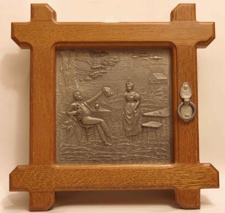 Schlüsselkästchen, Holz, mit Zinnrelief, 29 x 29 cm