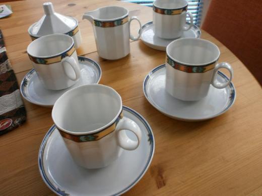 ROSENTHAL - 4 Tassen m. Untertasse + Zuckerdose + Milchkännchen