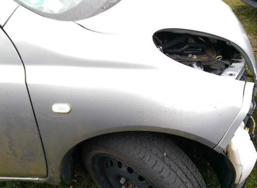 Nissan Micra K12 Schlachtfest alle Teile Kotflügel rechts silber