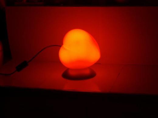 Stimmungsvolle rote Tischleuchte in Herzform für gewisse Stunden, 40 Watt, neuwertig