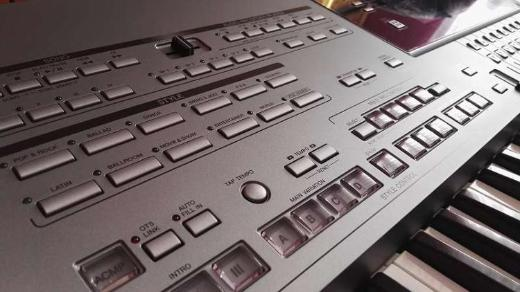 Yamaha Tyros 5 mit 76 Tasten - Borken