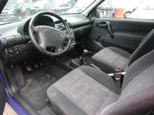 Opel Corsa B  Bj. 99 1,0 L - Fahrer o. B. Sitz o. kpl.