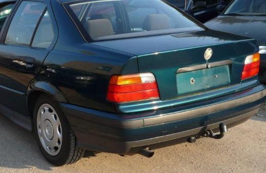 BMW e36 Limousine Heckklappe grün