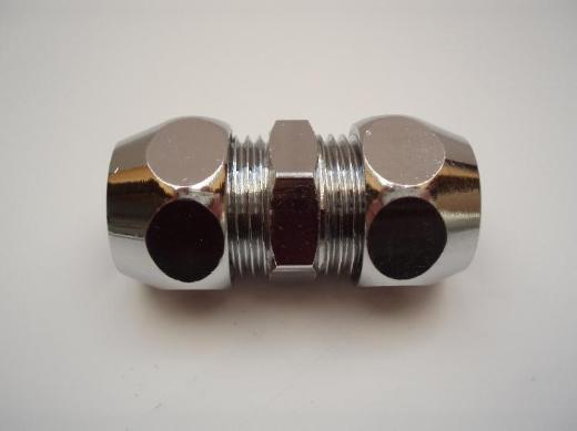 """Gerade-Doppel-Verschraubungen 3/8""""x 8mm (Kupplung f. Kupferrohr) Chrom, neuwertig, 2,- € pro Stück. (Preis-Staffelung) 11 Stück vorhanden."""