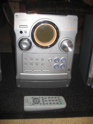 Stereoanlage Sony mit 2x 100 Wattboxen. - Stuhr