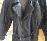 Schwarze Damen Lederjacke im Bikertstyle Gr. S