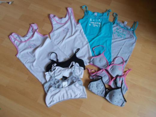 4 Unterhemden / 4 Bustiers / 3 BHs Mädchen Paket in 146 / 152 - Edewecht