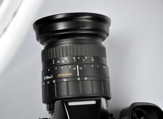 Spiegelreflexkamera Nikon F-801s mit Objektiv 28-200mm - Achim