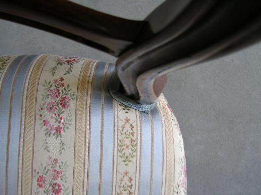 2 wunderschöne antike Stühle Bezüge Neu aufgepolstert - Bremen