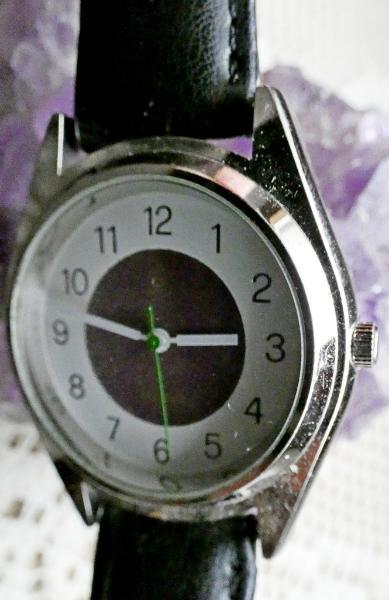 neuwertige unisex armbanduhr edelstahl flach diepholz weser kurier markt 8c01eabc. Black Bedroom Furniture Sets. Home Design Ideas
