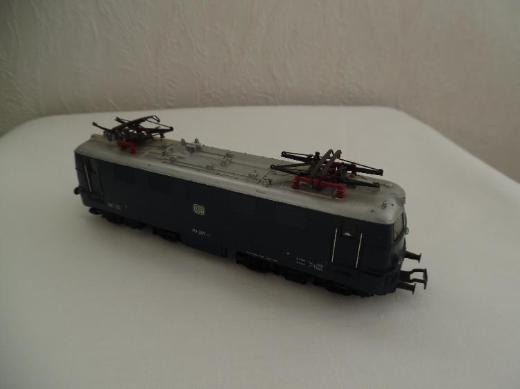 Märklin Elektrolokomotive Baureihe 141 207-1 DB blau Spur H0 - Berne