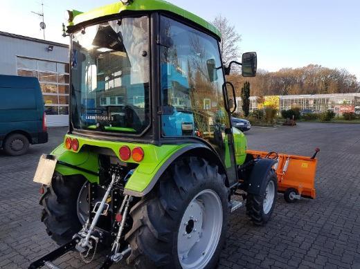 Allradtraktor 39 PS Trecker Winterdienst TPS Tuber 40 - Ganderkesee