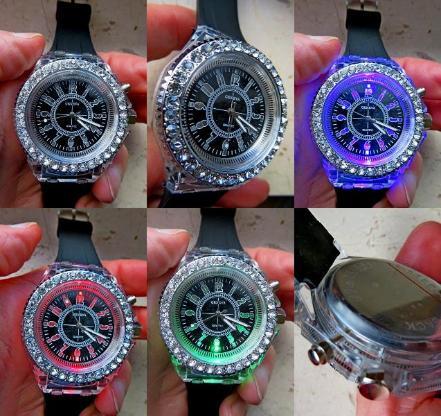Hingucker! Damen-Armbanduhr, Strass-Lünette, LED-Farb-Lichtwechsel, neu! - Diepholz