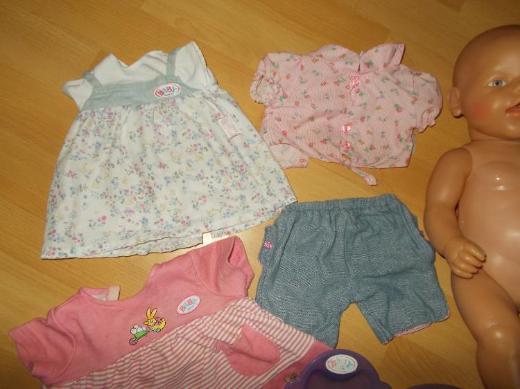 Baby Born mit Zubehör und 9 Teile Bekleidung ( das meiste Neu ) - Edewecht