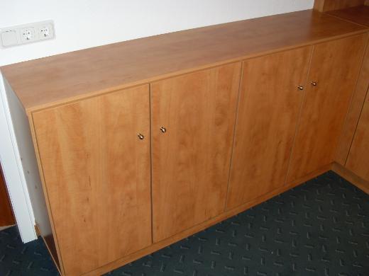 Hochwertige, vom Tischler gefertigte, Büroeinrichtung, zu verkaufen.