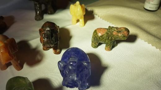 13 Elefanten aus echten Mineralien zu verkaufen. - Bremen