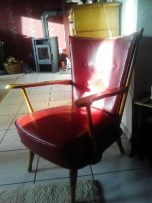 Ledersessel Rot mit Holzgestell - sehr guter Zustand - Visbek