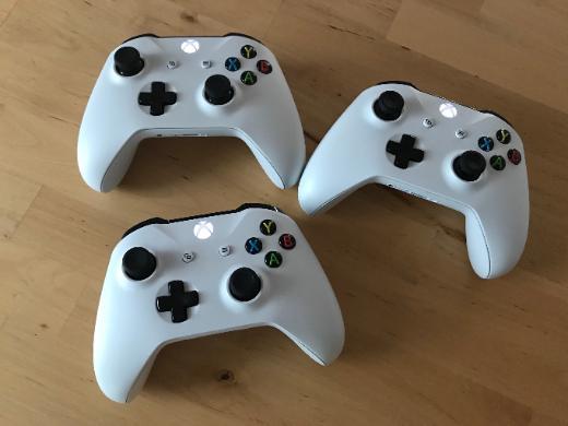 XBox One 1 TB, 3 Controller, 3 Spiele + 3 Spiele auf Konsole - Bremen