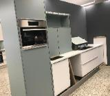 Schöne Marken Küche Einbauküche Küchenzeile sofort verfügbar !!! - Bremen