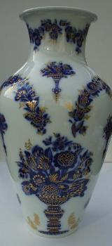 Edle Porzellan-Vase: Fa. Heinrich, Dekor: Hofgarten, Echt Kobalt-Blau mit üppigem Golddekor, klassisch-elegant, Blumen, 30 cm hoch; zugunsten Tierschutz - Achim