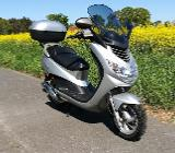 großer Roller / Scooter Peugeot Elystar 50 mit Topcase und Windschild - Blender