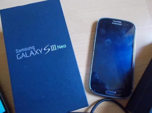 1 Samsung J1 Black 2016-8 GB-Zubehör + 2 x S3 NEO Blue Defekt - Edewecht