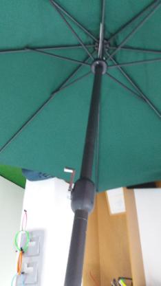 schwerer Sonnenschirm mit schwerem Betonständer, Durchmesser ca. 3,00 m - Bremen