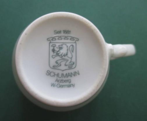 Schumann Arzberg: Mokkatasse; Espressotasse; Porzellan, weiß mit Reliefmuster; mit Untertasse; zugunsten Tierschutz - Achim
