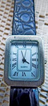 Elegante, zierliche Damen-Armbanduhr, ungetragen, absolut neuwertig! - Diepholz