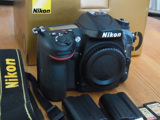 Nikon D 7200 Body, D 7000 Body, div. Objektive, SB 910 Blitzgerät - Bremen Neustadt