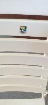 6 weiße Stapelhochlehner von Nissan mit roten Auflagen von sonntec - Schwanewede