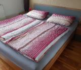 Schlafzimmer Doppelbett 180x200 mit Lattenrosten & Nachttischen - Bremen