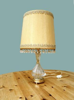 Klassische Tischlampe aus den 1970er Jahren